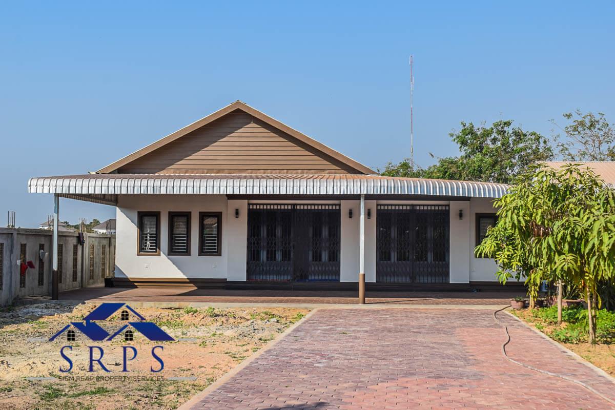 Beautiful 3 bedroom house for rent-Svay Dangkum