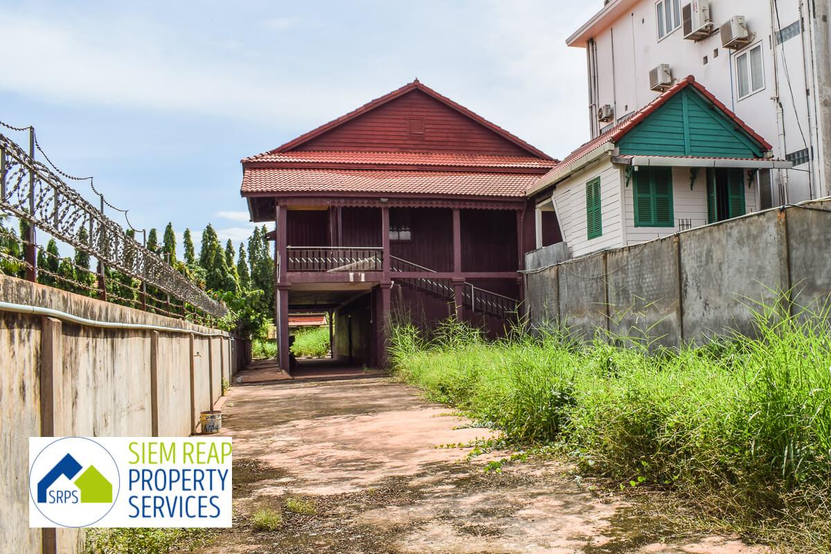 Traditional 5 bedrooms Khmer house for rent-Salamreuk